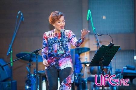 Тунзаля Агаева провела концерт «Цветы жизни»