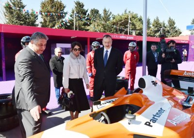 Президенту Ильхаму Алиеву вручены билеты на Гран-При «Формулы-1»