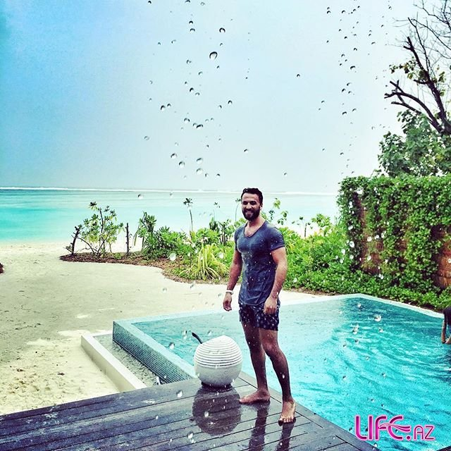 Замик отдыхает на Мальдивских островах [Фото]