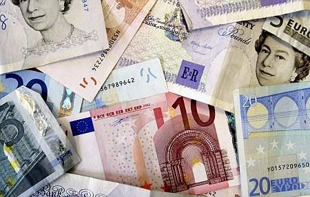Курс доллара к манату перешагнул рубеж 1,80