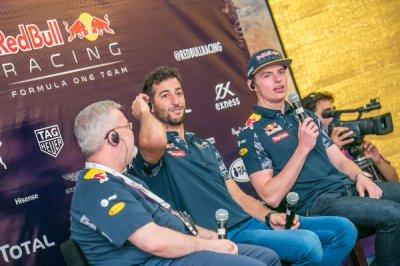 Дэниэль Риккардо и Макс Ферстаппен прибыли в Баку для участия в гонке Формула-1