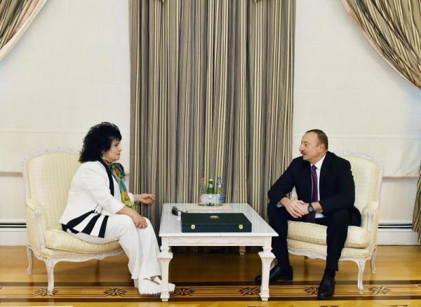 Президент Ильхам Алиев наградил Зейнаб Ханларову орденом