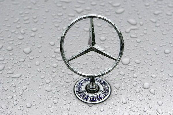 Более миллиона Mercedes-Benz отзывают из-за риска возгорания