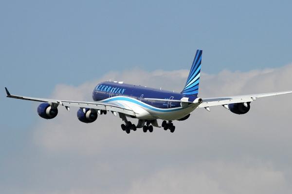 Самолет AZAL после вылета вернулся в аэропорт Пекина