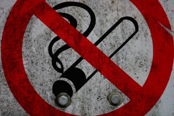 В Азербайджане принят закон об ограничении курения