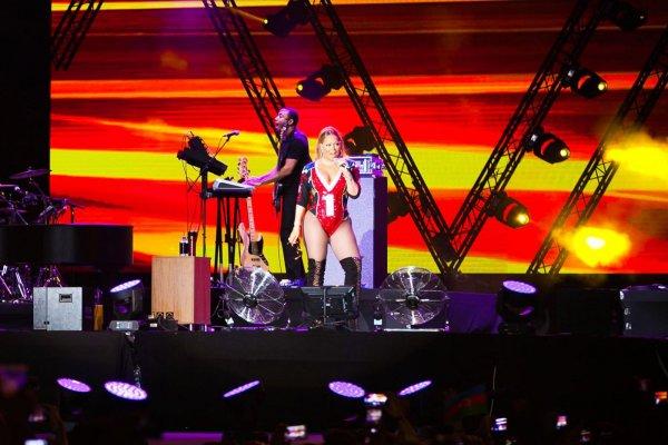 Мэрайя Кэри выступила в Баку [Видео]