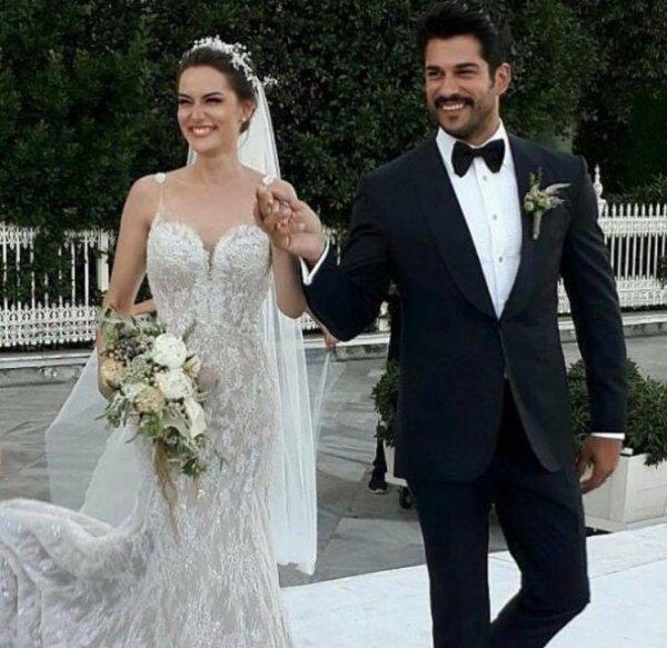 Бурак Озчивит и Фахрия Эвджен поженились