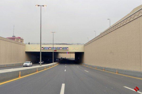 Как в Баку водитель насмерть сбил пешехода или как пешеход сошедший с автобуса, перебегал трассу с движением со скоростью 100 км/ч [Видео]