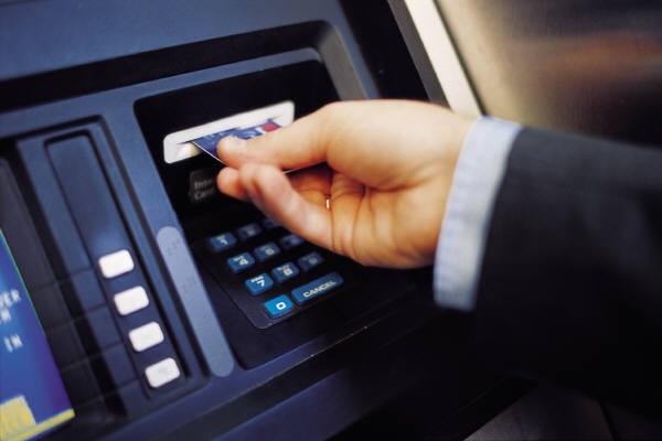 Наличный денежный оборот по зарплатам и другим выплатам сократился на 75%