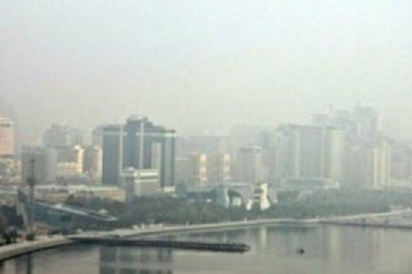 В связи с пыльным туманом в Баку уровень загрязнения воздуха поднялся