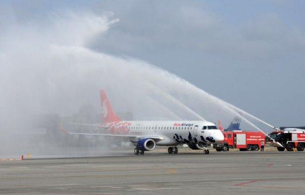 Президент ознакомился с первым самолетом Embraer-190 авиакомпании Buta Airw ...