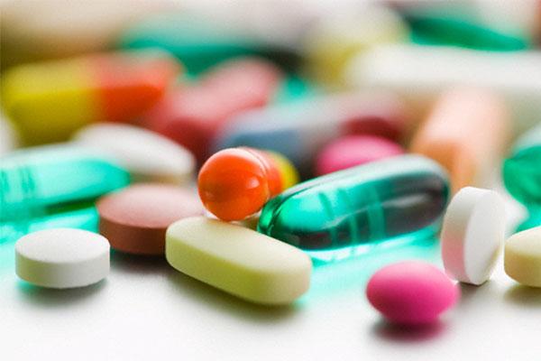 Милли Меджлис запретил продажу лекарств детям, не достигшим 14 лет