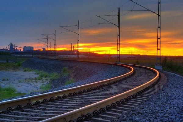 На строительство Бакинской пригородной железной дороги выделено 100 млн. манатов
