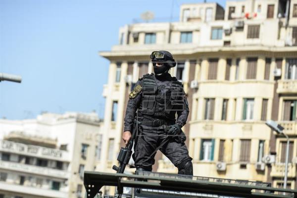 В Египте при столкновении с террористами погибли 54 полицейских