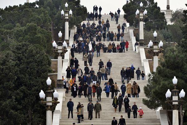 Численность населения Азербайджана в 2017 году выросла на 120 тысяч человек