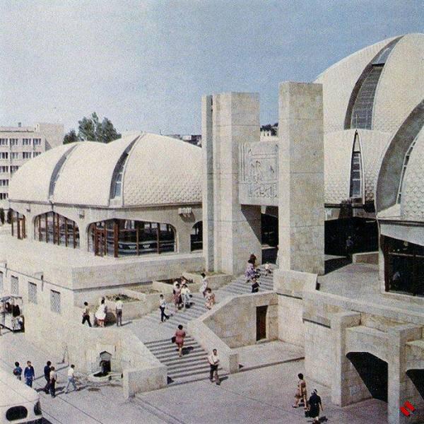 В Баку закроется старый рынок «Şərq bazarı»