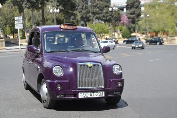 В Азербайджане введут штраф за курение в салоне такси