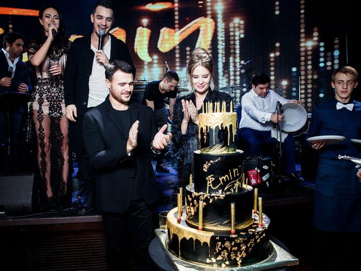 Эмин устроил вечеринку в честь своего дня рождения