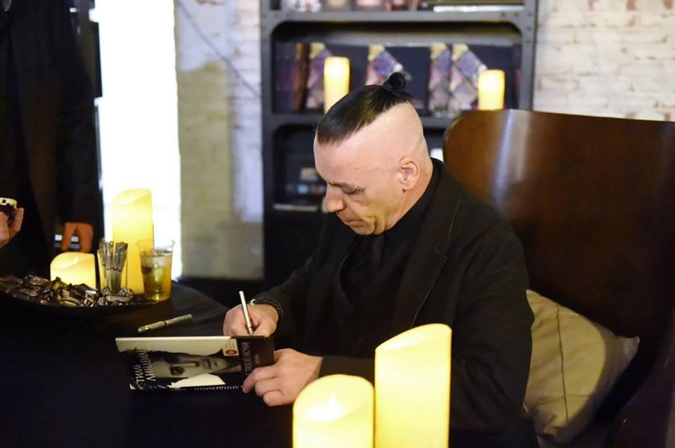 Bakıda «Rammstein» qrupunun solisti Till Lindemannın avtoqraf sessiyası keçirilib