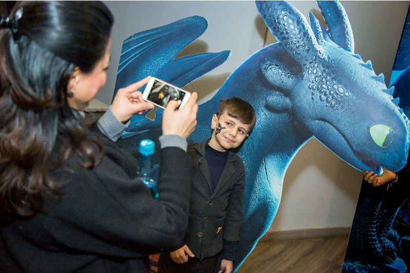 Номинированная на «Оскар» в восьми категориях «Власть» и «Как приручить дракона-3?» вышли в прокат в Баку