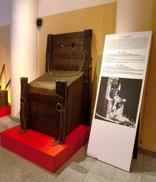 В Баку проходит выставка средневековых орудий пыток