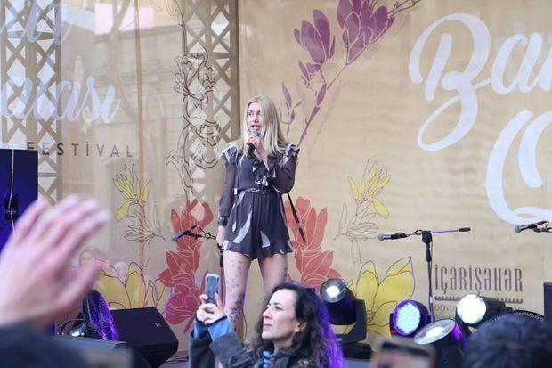 Алейна Тилки выступила с праздничным концертом в Баку