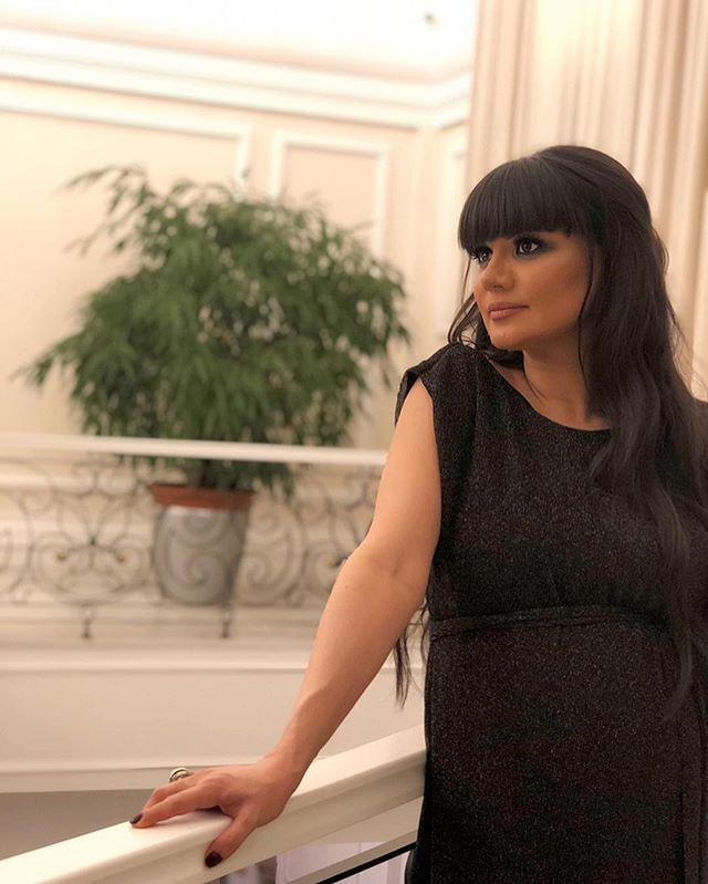 Беременная Натаван Хабиби предстала перед поклонниками