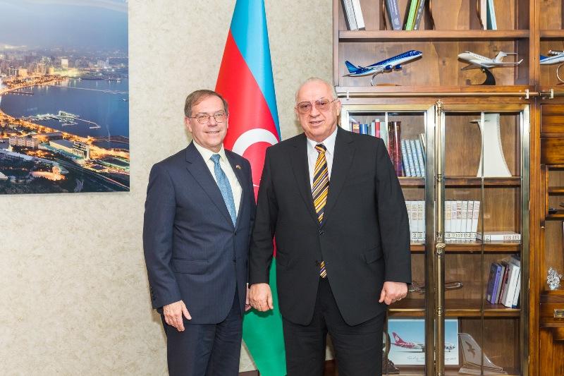 Президент AZAL встретился с чрезвычайным и полномочным послом США в Азербайджане