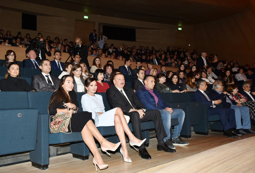 Максима Галкин выступил в Баку переде президентом и первой леди