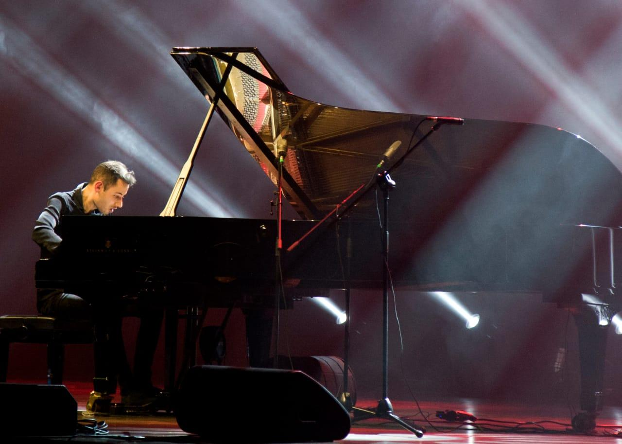 Потрясающий концерт самого быстрого пианиста в мире в Баку