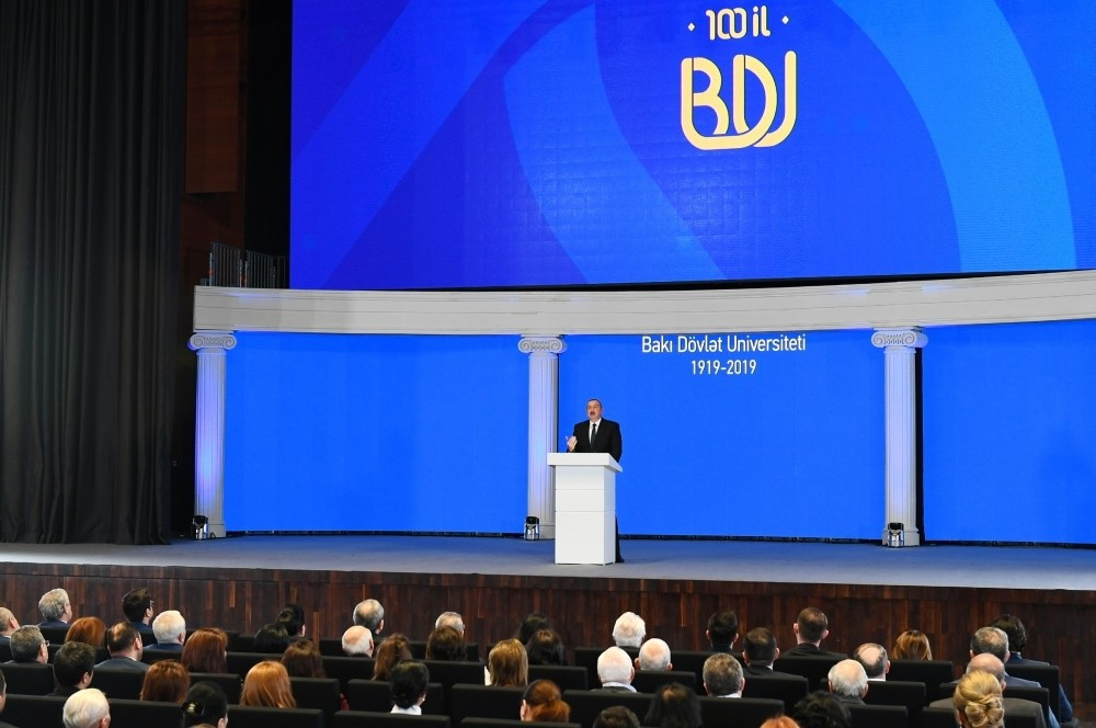Президент Ильхам Алиев принял участие в церемонии по случаю 100-летнего юбилея Бакинского государственного университета