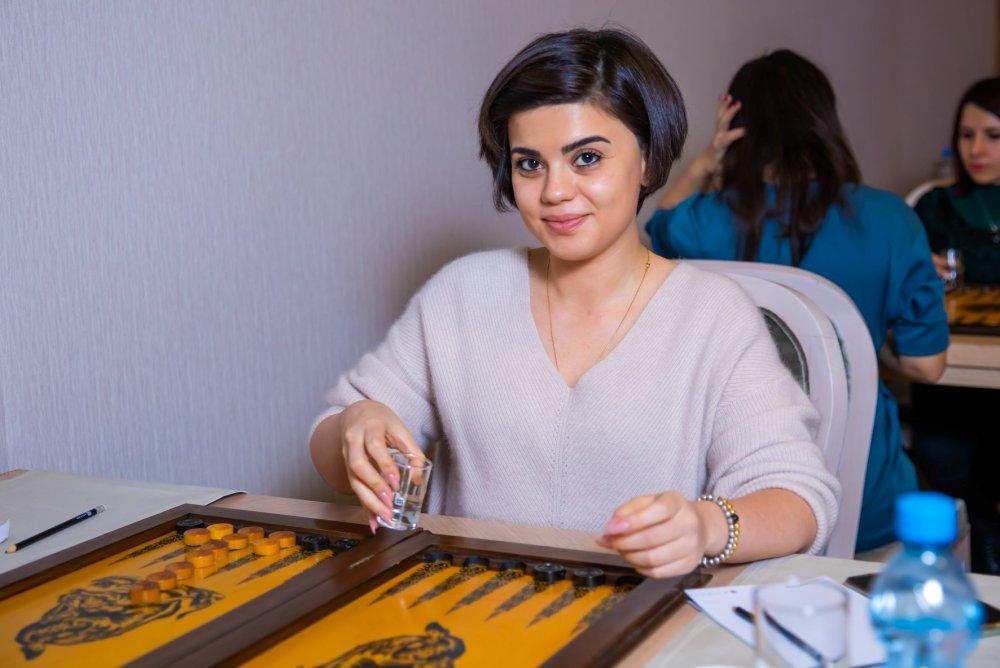 В Баку прошел третий любительский турнир по длинным нардам среди женщин