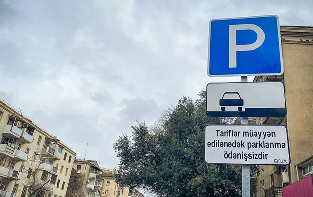 В Баку парковка в разрешенных местах временно будет бесплатной