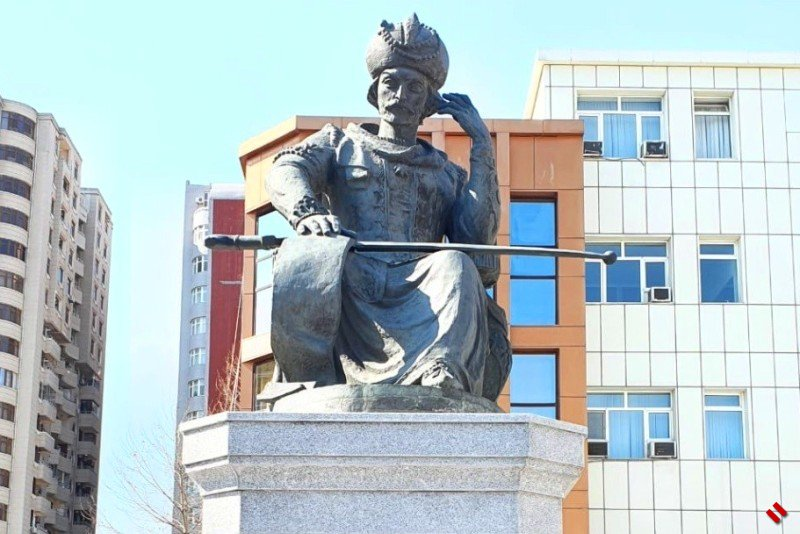Памятник Шаху Исмаилу Хатаи перенесен на новое место