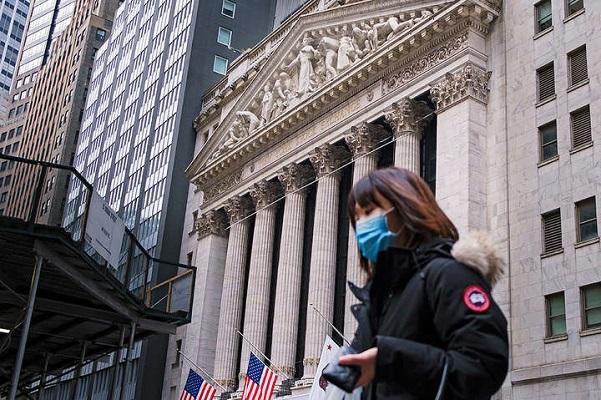 США вышла на первое место по числу жертв пандемии