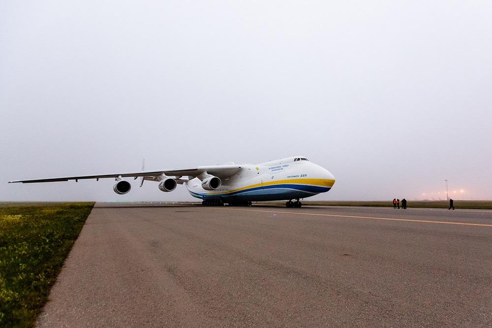 В Баку приземлился крупнейший в мире самолет (ФОТО, ВИДЕО)