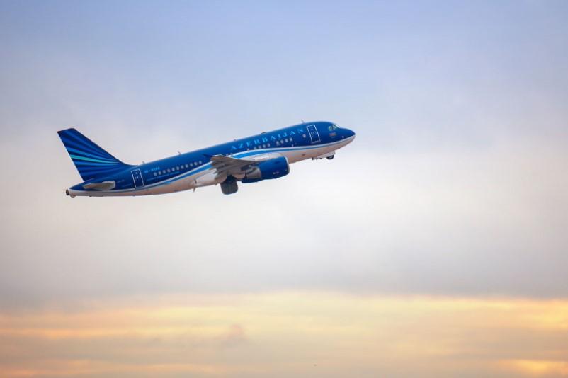 AZAL начинает выполнять специальные рейсы Баку-Москва-Баку