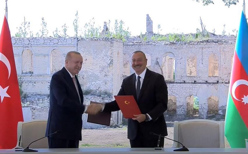 Азербайджан и Турция подписали Шушинскую декларацию о союзнических отношениях