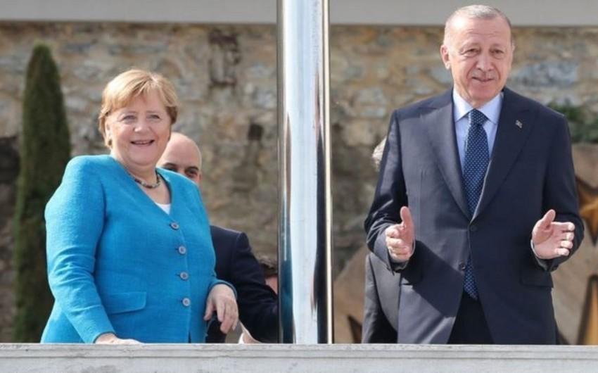 Эрдоган и Меркель проводят переговоры в Стамбуле