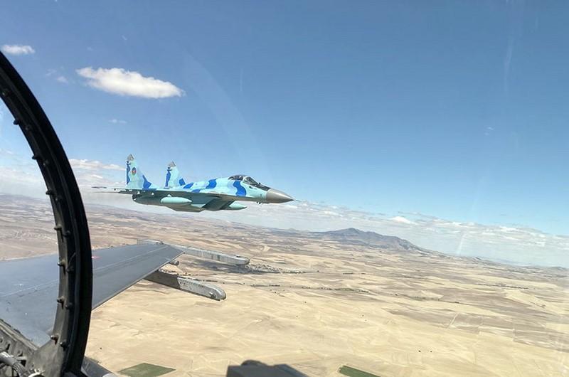 Азербайджан приобретет новые военные самолеты
