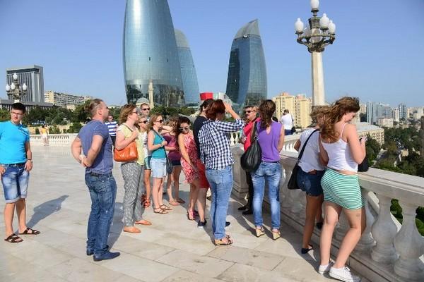 Поток туристов в Азербайджан из-за рубежа сократился в 4 раза